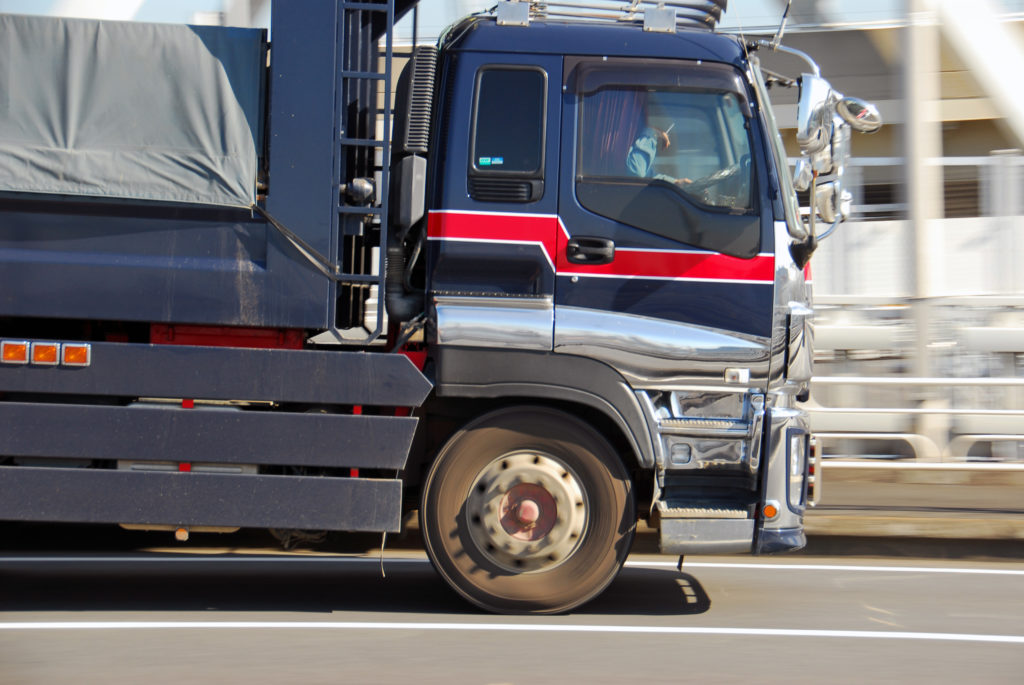 Thumbnail of トラック運転手は稼げる?未経験からの求人探せるおすすめ転職サイト