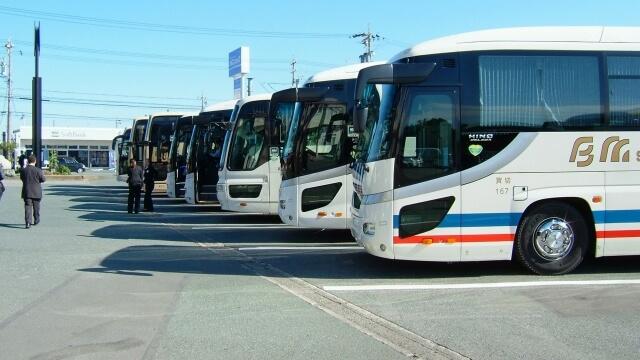 バス運転手の仕事比較!転職するなら民営VS公営どっちがいい?