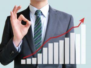 ビジネスマンと業績アップ